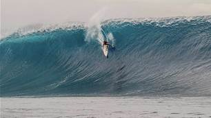Laurie Towner Tees Off on the WSL Big Wave Awards