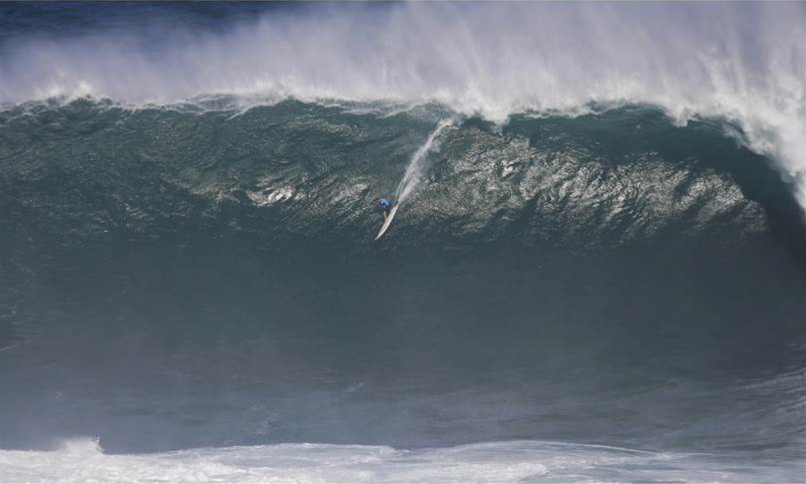 Twiggy Baker Wins Ride of The Year in The WSL Big wave Awards