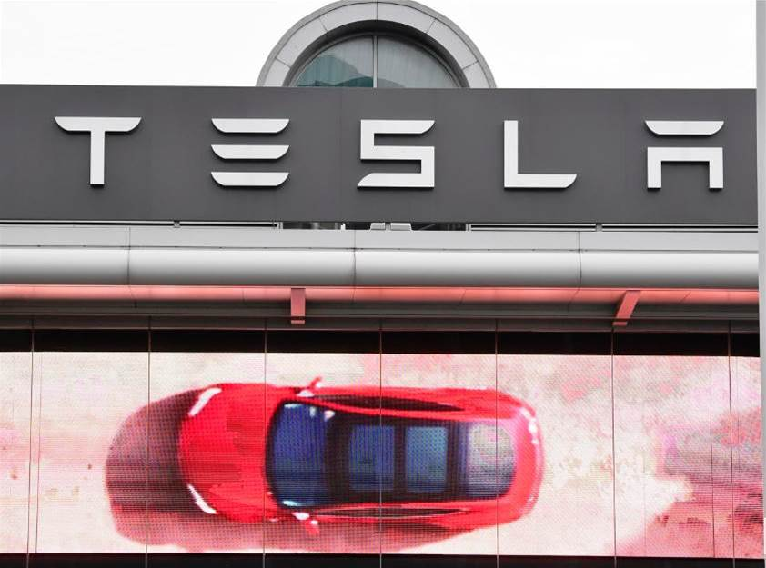 Tesla backtracks on store closures, plans top-end price rise