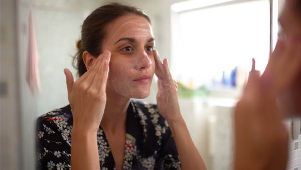7 ways to clear up adult acne