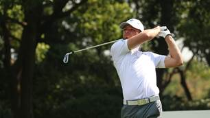AAC: Late birdies preserve Aussie Windred's lead