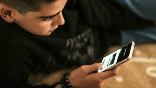 App-coddled teens are more likely to find dubious content, study shows
