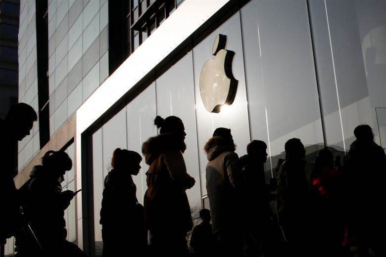 Apple issues revenue warning for first time since 2007