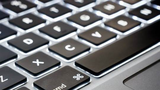 Apple patents a way to keep your keyboard crumb free