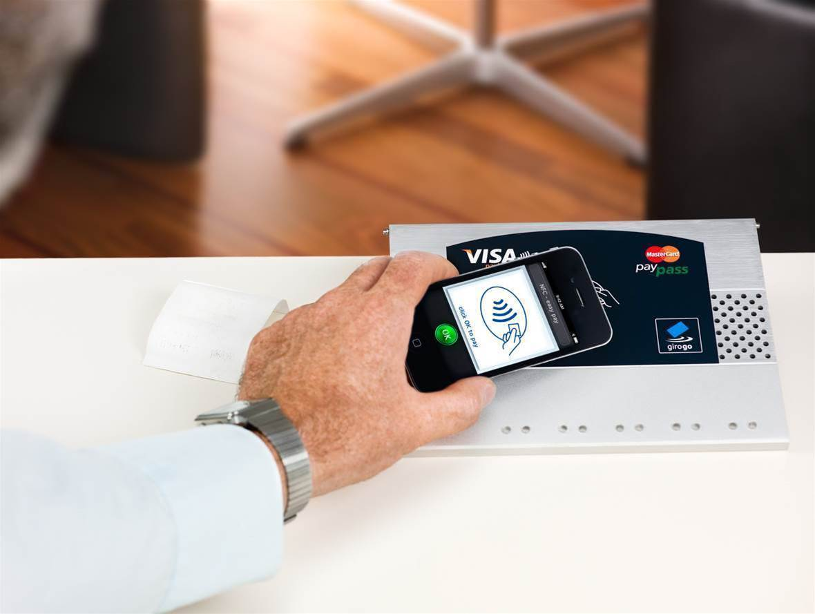CBA expands Apple Pay to include business cards