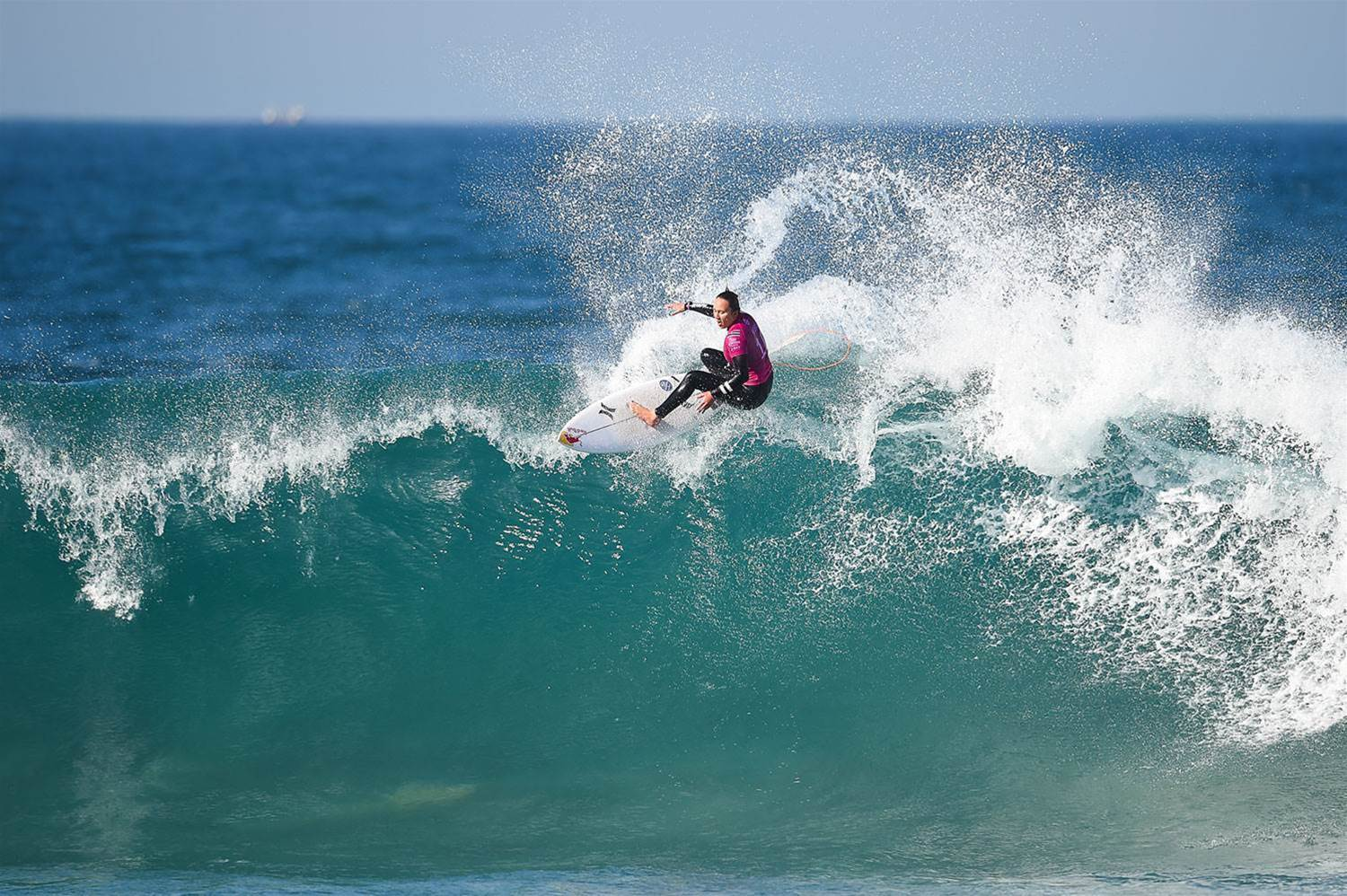 Ho and Moore Dominated On Day One at J-Bay