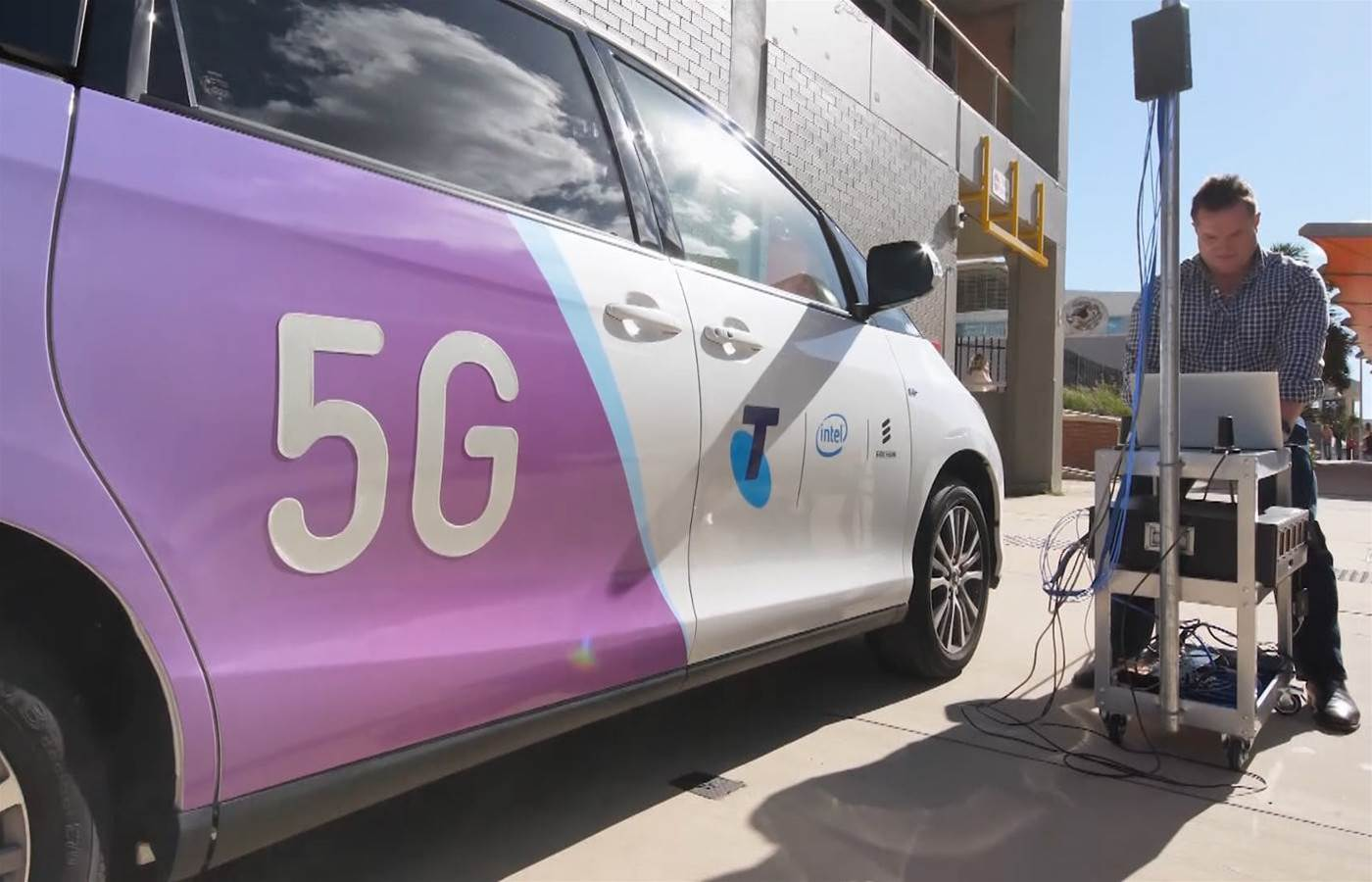 Telstra signs first 5G customer