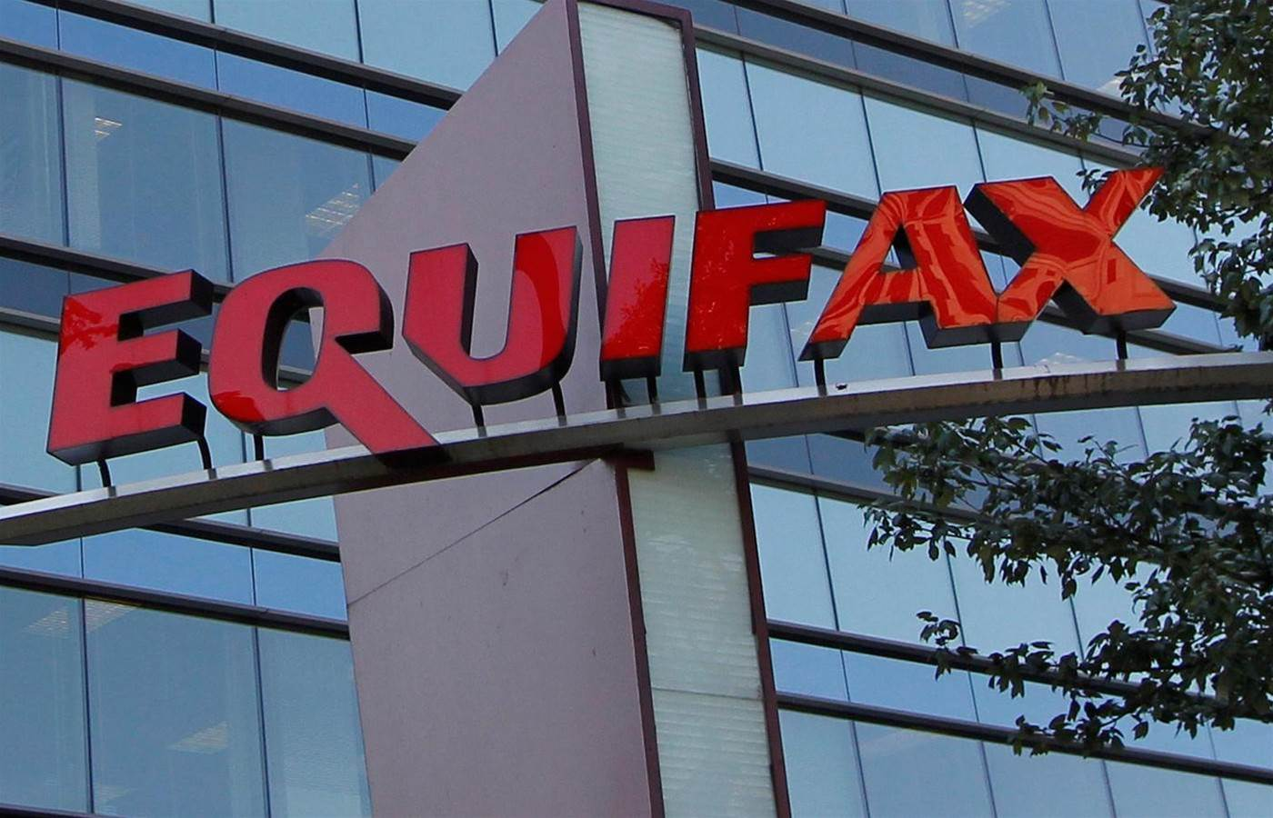 Former Equifax CIO charged with insider trading