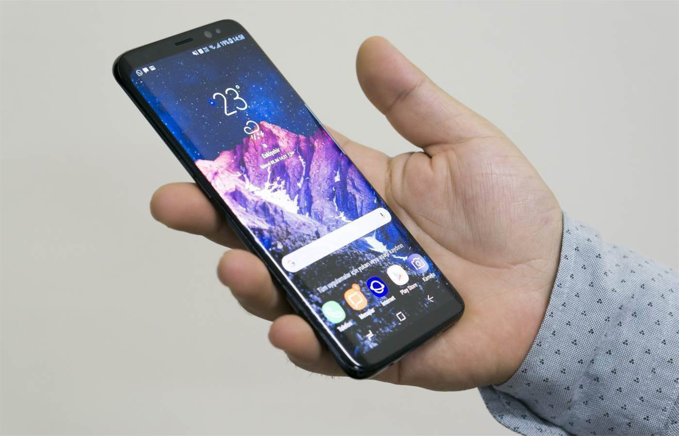 Samsung expects revenue drop with slow smartphone sales
