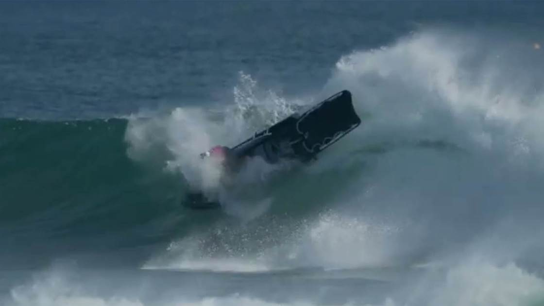 Should Tow Surfing Be Banned On The Superbank Stretch?