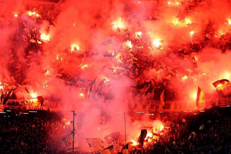 Watch! Dresden fans put on mid-match pyro show