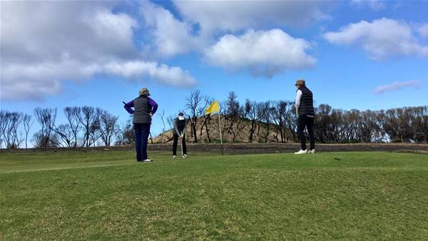 Golf digs deep for bushfire victims