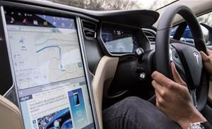 US asks Tesla why it did not recall Autopilot