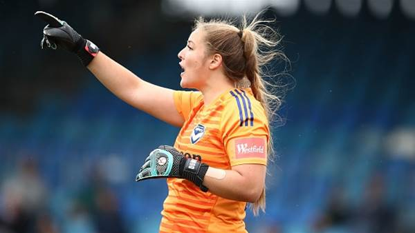 Victory re-sign two goalkeepers