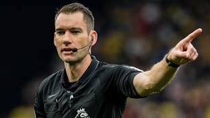 Aussie ref leaves pitch to boos after chaotic EPL match
