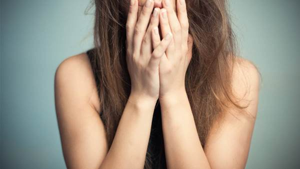 11 panic attack symptoms you might not expect