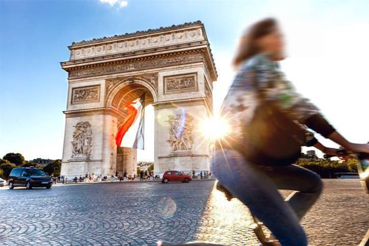 Paris boosts cycle commuting with bike parks and e-bikes