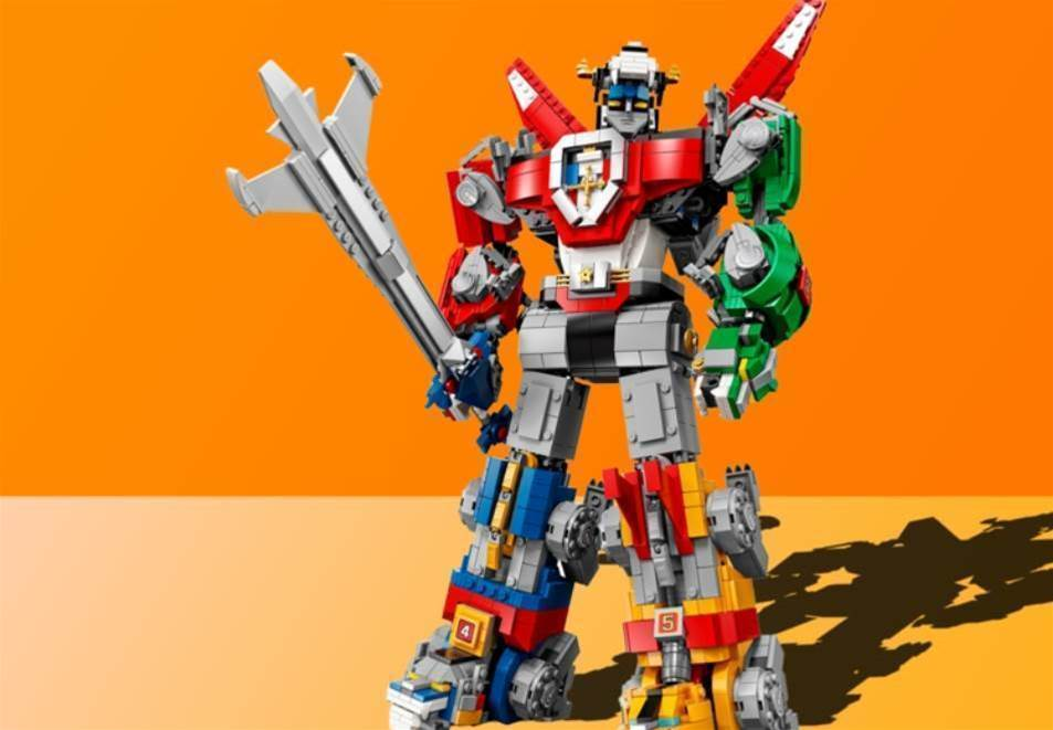 This 2,321-piece Lego Voltron set is the biggest brickified mech ever