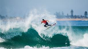 Medina Brings the Magic and Caroline Marks Carves up, at Narrabeen