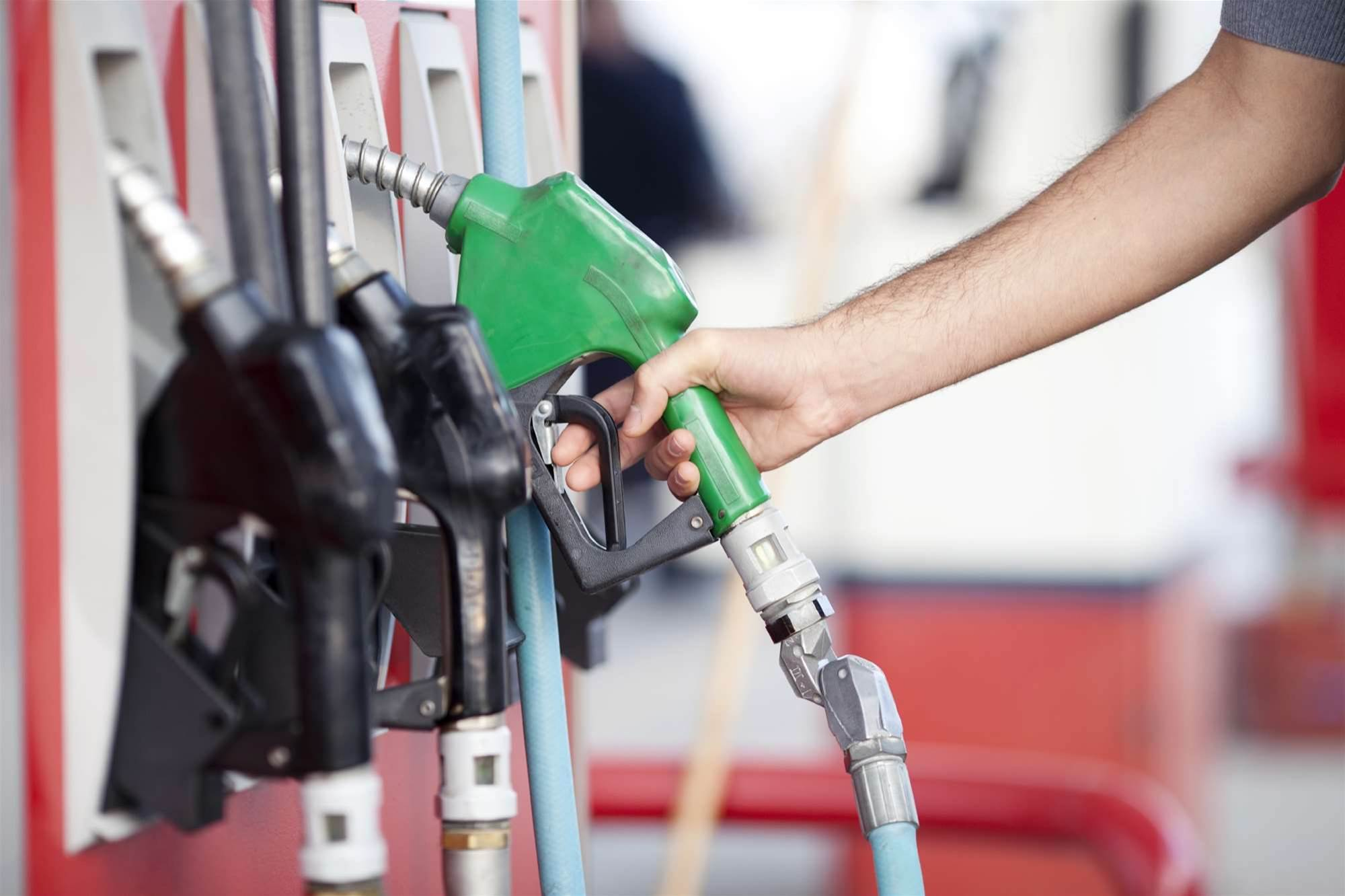 Qld transport minister rejects calls for real-time fuel app