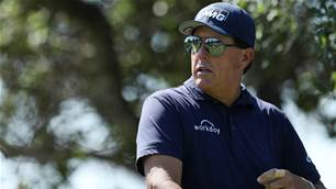 Mickelson upset at new club length limit