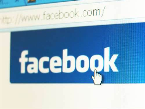Facebook refutes push into public cloud