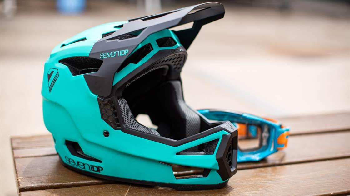 TESTED: 7iDP Project 23 Fibreglass Fullface Helmet