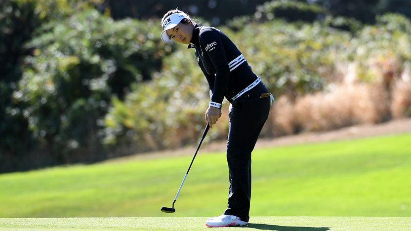 Oh overcomes double bogey to sit one back