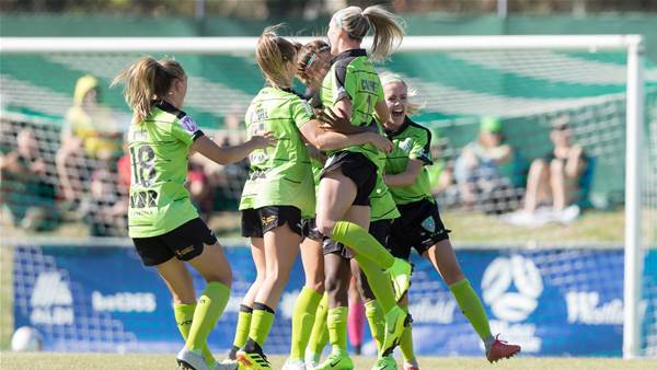 Canberra United top Sydney FC