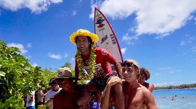 Watch Mason Ho Tuberide to Victory at the 2020 Rangiroa Pro