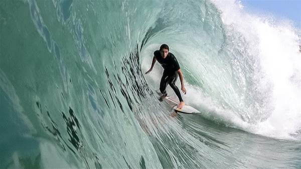 Watch: Leo fioravanti and Friends Knife Perfect French Tubes