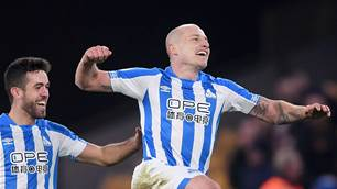 Watch! The genius of Aaron Mooy in action