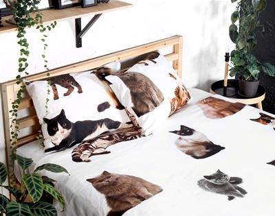 stuff mondays – the club of odd volumes cat bedding