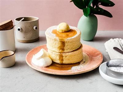 extra-fluffy japanese soufflé pancakes