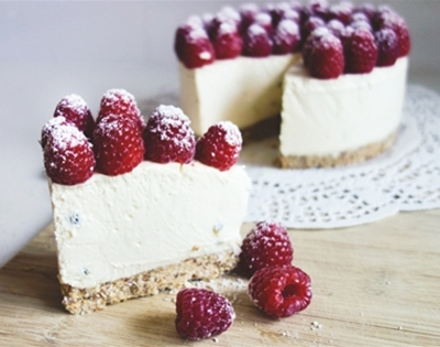 frankie fodder: greek yoghurt and passionfruit cheesecake with a cashew-coconut crust