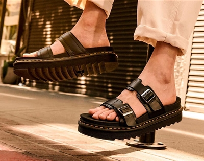 stuff mondays: dr. martens sandals