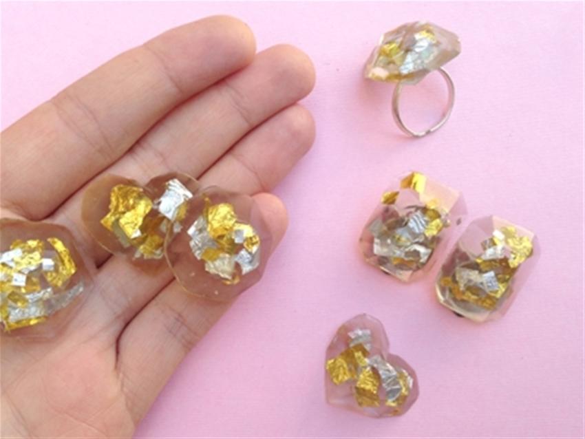 frankie exclusive diy: frozen in time resin jewellery