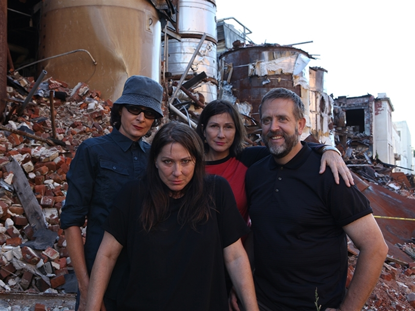 holy crap – it's kelley deal from the breeders