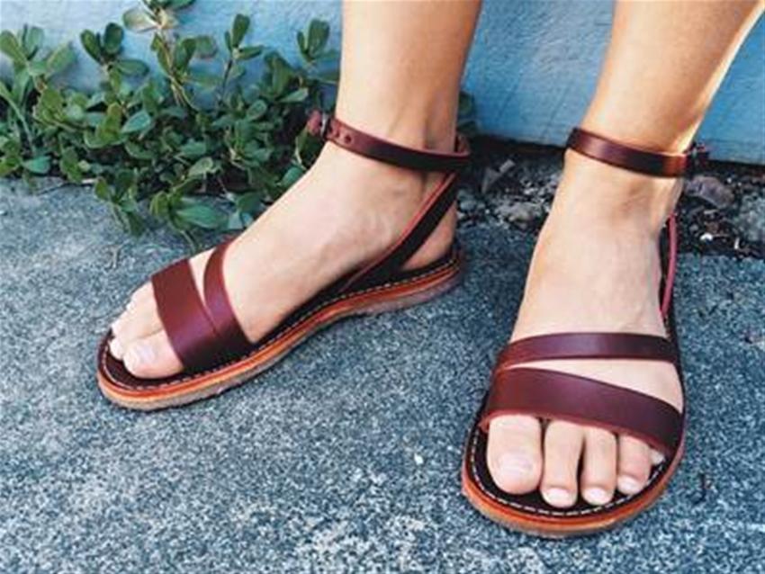 stuff mondays - duckfeet sandals