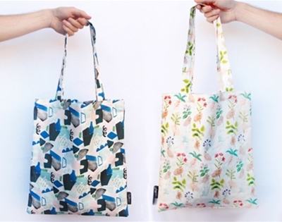 stuff mondays - togetherness tote bags