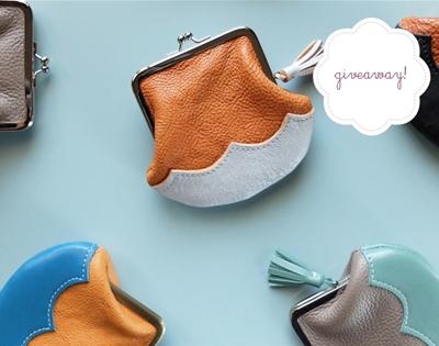 stuff mondays – here & far purses
