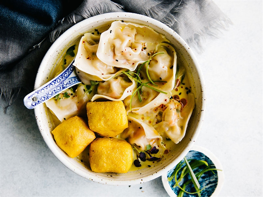 wontons in yellow curry