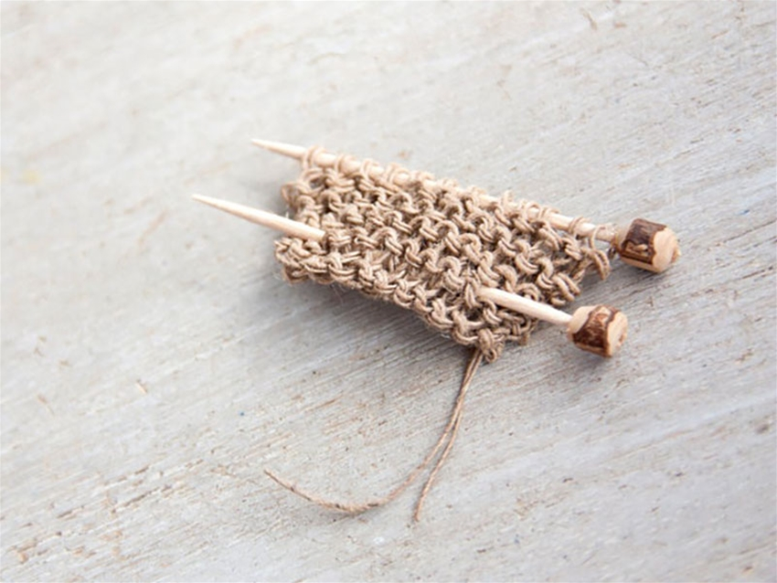 proud knitter pin