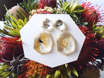 stuff mondays – mamoru earrings