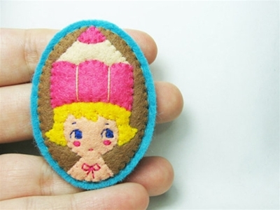 stuff mondays - hanako felt brooches
