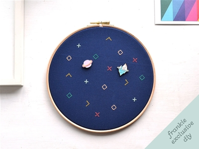 frankie exclusive diy: embroidery hoop pin board