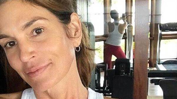 Cindy Crawford, 52, Reveals Age-Defying Workout in No-Makeup Selfie