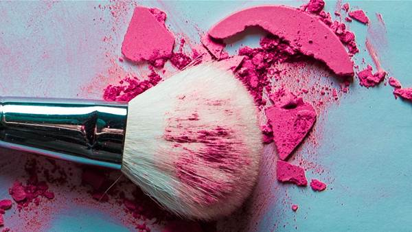 The Best Way to Clean Your Makeup Brushes Is With Olive Oil and Shampoo