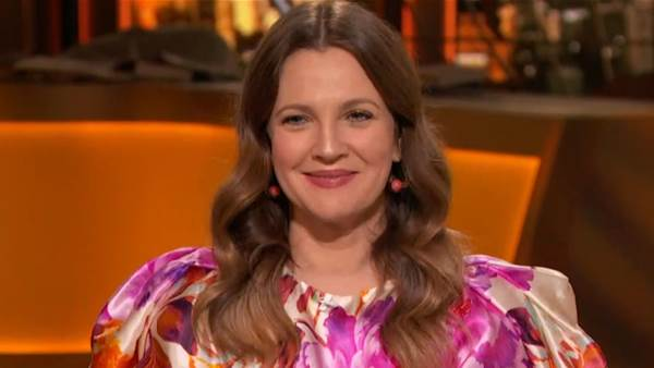 Watch Drew Barrymore Candidly Demonstrate How She Trims Unruly Nose Hairs