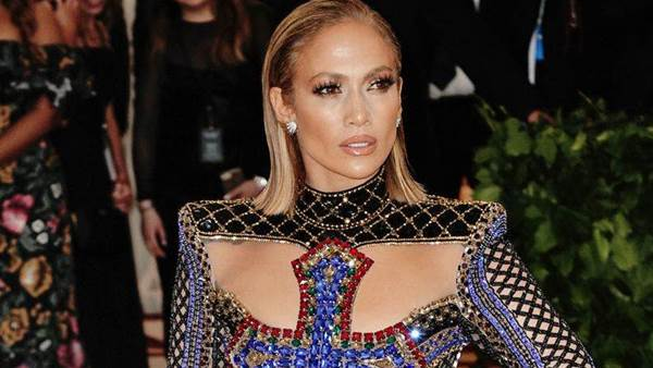 Here's How Jennifer Lopez Makes 49 Look Like 29